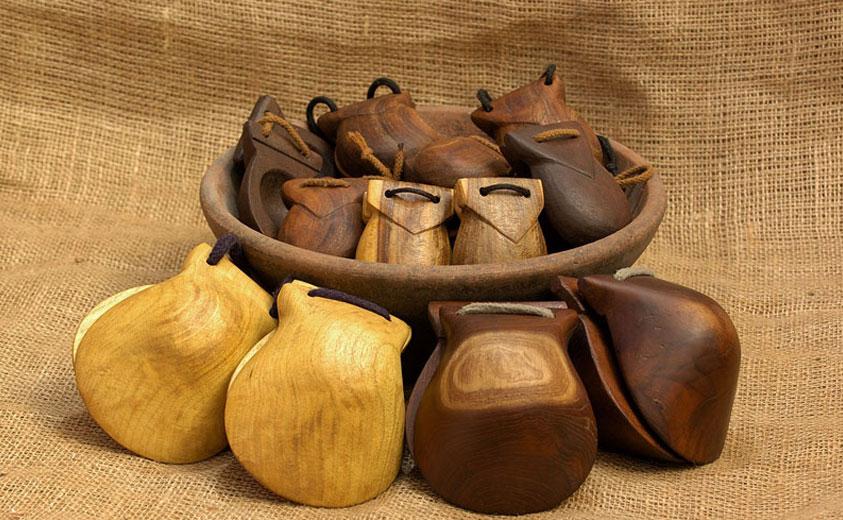 Ch caras en madera for Artesanias de espana