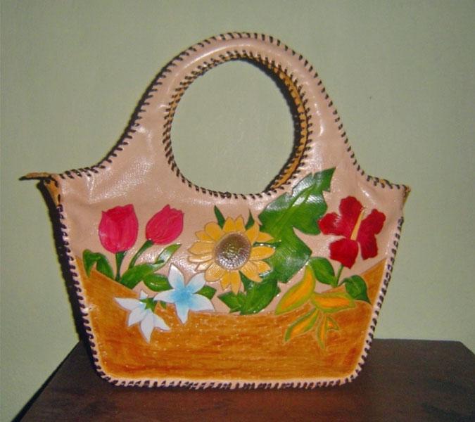 Bolso en cuero pintado a mano